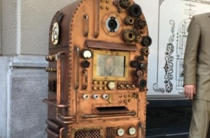 Saatchi Budapest and CIB Bank Go Steampunk with the '120 year-old ATM'