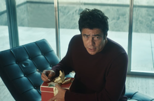 Benicio Del Toro Spreads Holiday Cheer in New Heineken Commercial