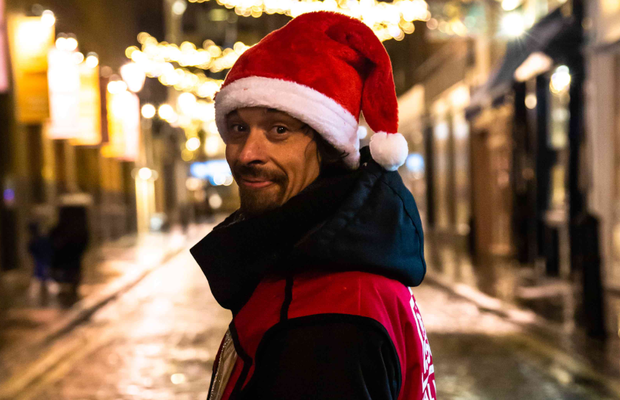 Remember Me? Big Issue Vendor Joined by Christopher Eccleston for Christmas Appeal