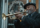 A Busker Switches to E-Payment in Interac's Christmas Ad