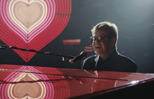 Elton John Christmas Song.John Lewis Christmas Ad Shows How The Gift Of A Piano
