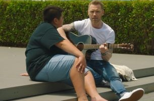 Ronan Keating Sings a Summer Wonderland in Hilarious Air NZ Spot