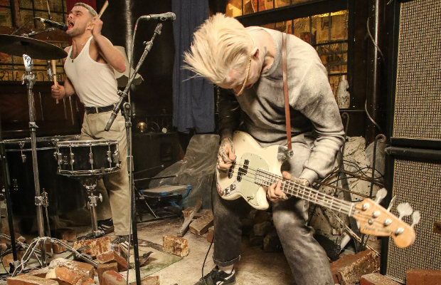 Carling Punks Up an East End Pub in Slaves Music Video