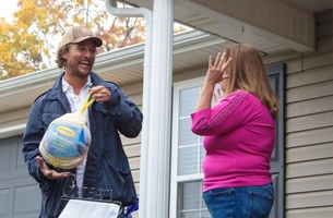 Matthew McConaughey Dishes Out Thanksgiving Turkeys to a Whole Town
