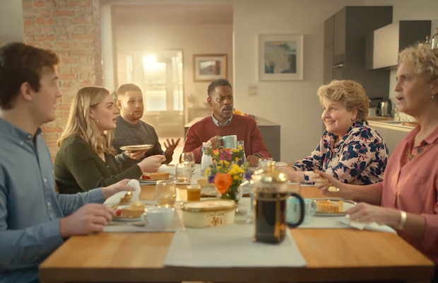 Sandi Toksvig Unexpectedly Drops Round for Pudding in Humourous Carte D'or Spot