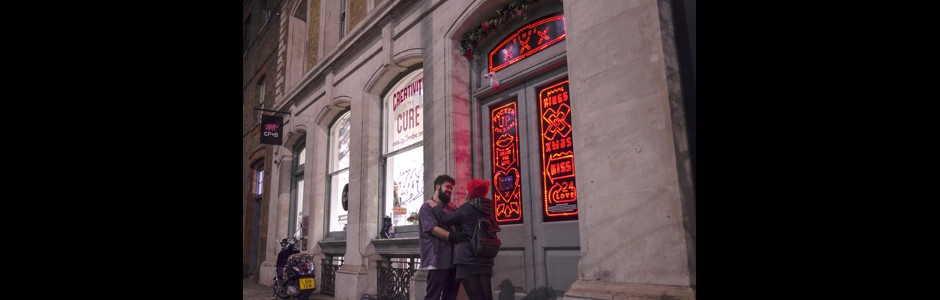 Merry Kissmas! CP+B Installation Gets Londoners Festively Smoochy