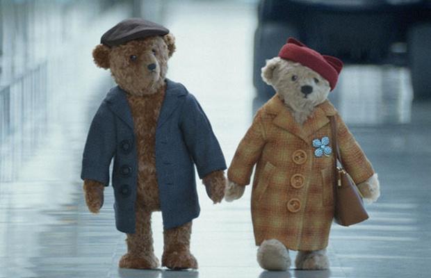 Curved Arrow Licences Chas & Dave for Adorable Heathrow Christmas Ad