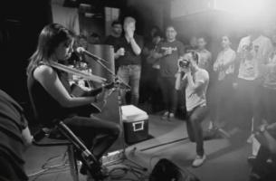 Singaporean Singer Amanda Tee Performs Live at the Gunnery