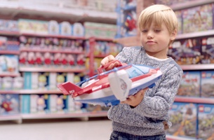 Dark Energy Films' Andrea Kapos Tests the Latest Toys in New Tesco Spot