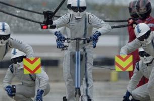 Henrik Hansen Captures High-speed Work of a Pit Crew Member for Rexona