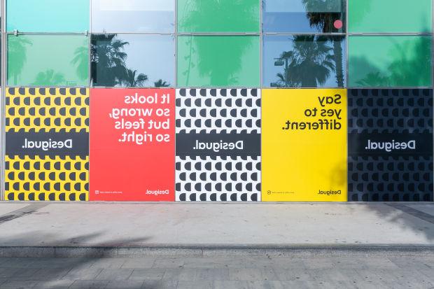 großer Lagerverkauf neueste hochwertiges Design Desigual Permanently Flips Logo in Radical 'Forwards Is ...