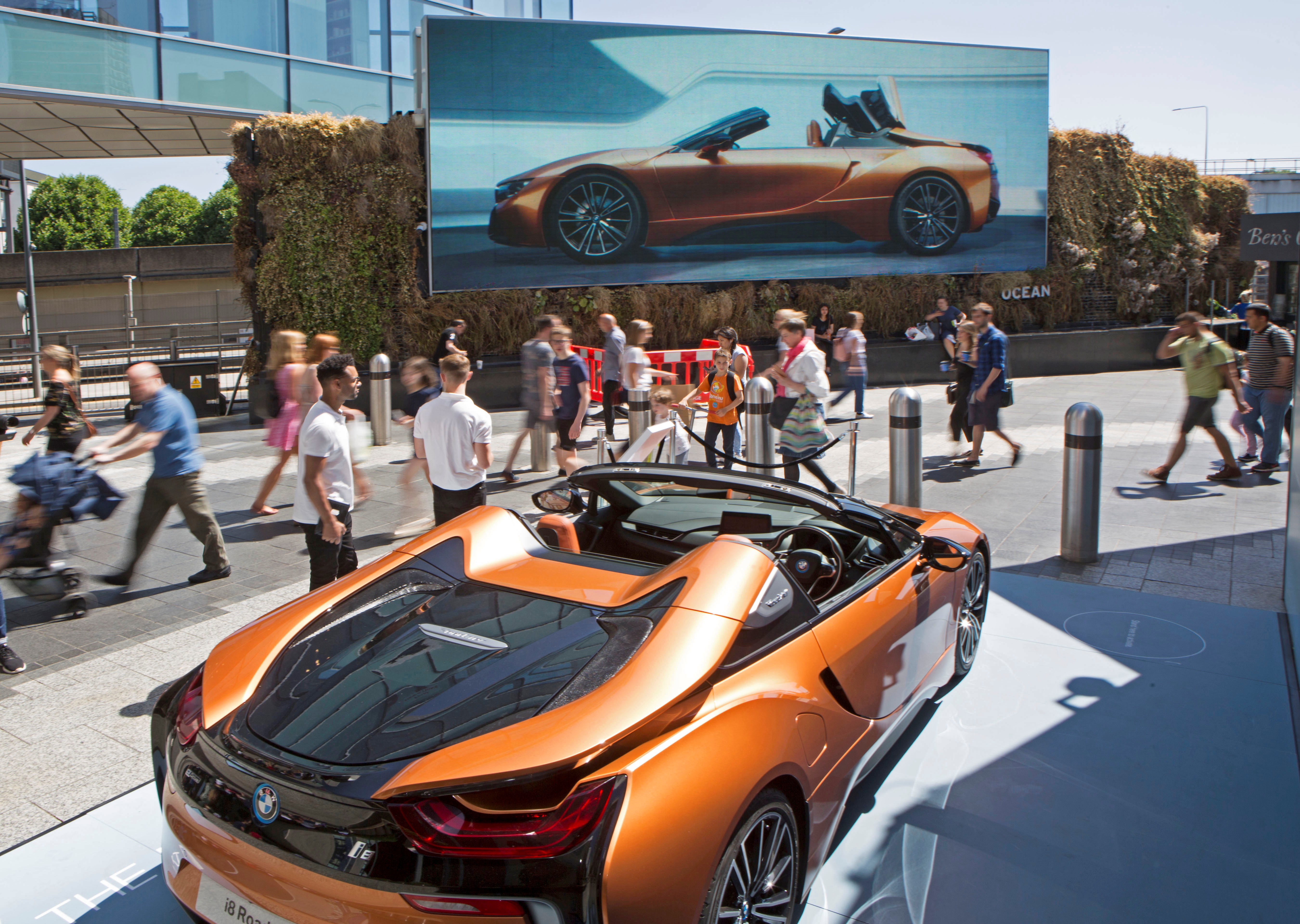 BMW Celebrates Its Eco-Friendly Showstopping Supercar with Outdoor Activation