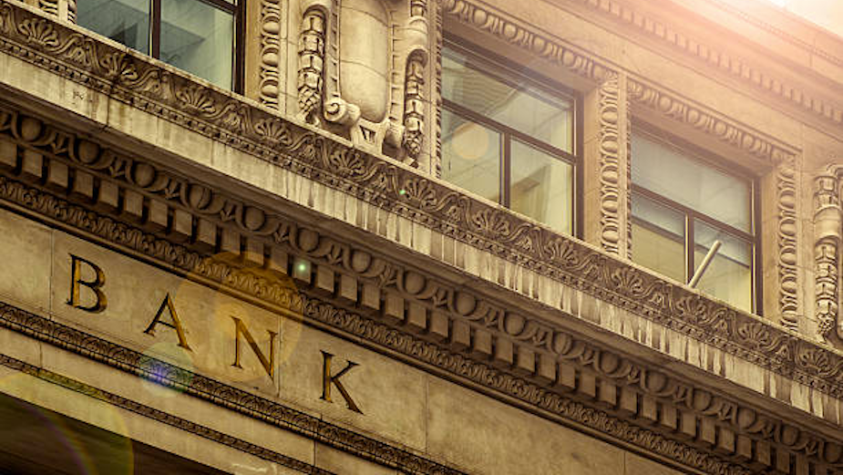 What Banks Can Teach High Street Retailers About Going Digital