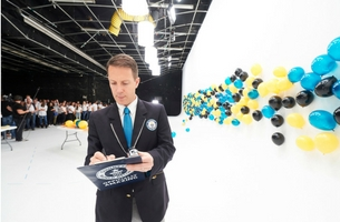 """Mercedes-Benz Canada Sets """"Most Balloons Suspended by Static Electricity"""" World Record"""
