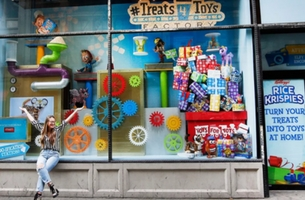 Kellogg's Activates Crafty Cause-Driven #treats4toys Window Display for Rice Krispies