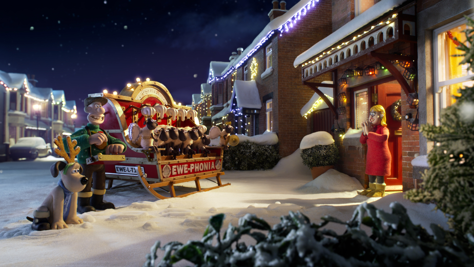 Wallace & Gromit Sing a Comfy Carol for Charming DFS Christmas Spot