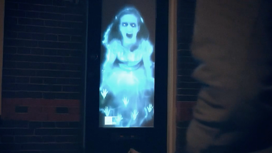 Hi-Tech Halloween Ghost Gives Trick or Treaters a Spooky Surprise