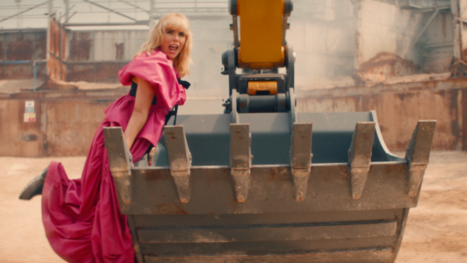 Paloma Faith Kicks Up the Gold Dust in Delightful Video