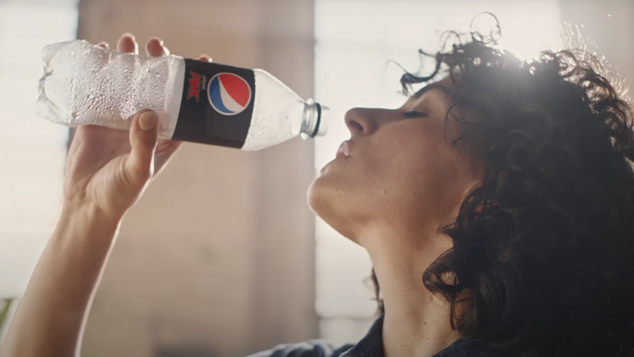 Pepsi MAX Celebrates the Switch to 100% Recycled Plastic Bottles