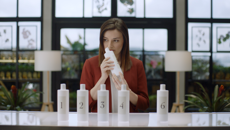 LUX Proves its 24 Hour Body Wash Fragrance with Expert Blind Smell Test