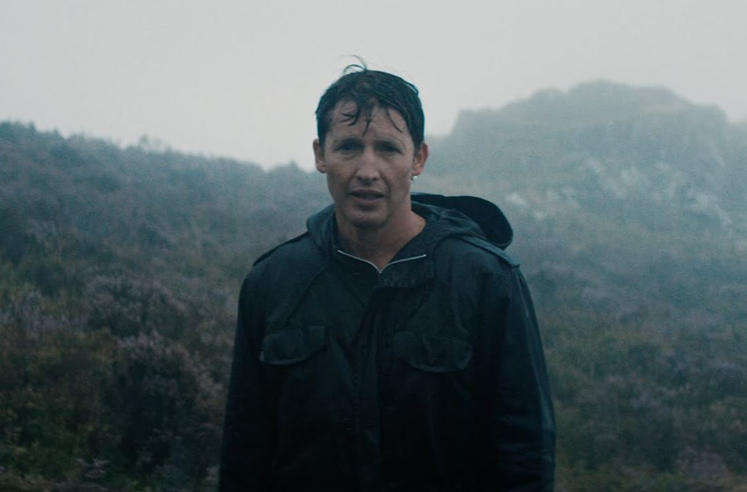 James Blunt S New Promo Cold Reveals What Happened After He Jumped In You Re Beautiful Lbbonline