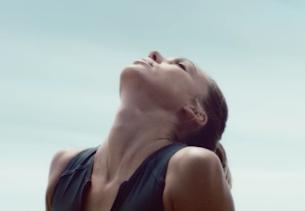 Jessica Alba is Smooth as Silk in New Braun Epilators Spot