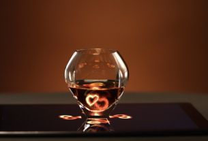 Pernod Ricard's ARARAT Puts You in the Mood with a Hologram In Your Brandy