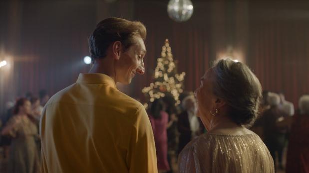 Grandma Shall Go to the Ball in Zalando's Generation-Bridging Christmas Ad
