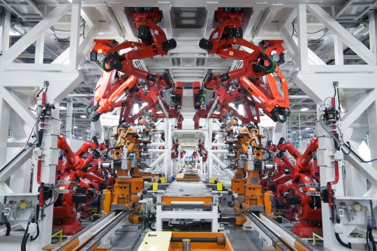 W+K Portland Gives Us a 360-degree Peek at the New Chrysler Factory
