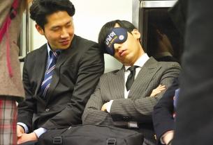 Cheil WW & Burger King Help Sleepy Commuters Reach Their Stops