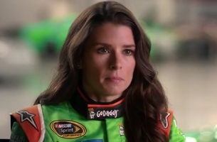 Coca-Cola & Racing Driver Danica Patrick #MakeItHappy This Super Bowl