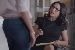 Julia Louis-Dreyfus Play Couples Counsellor in New Old Navy Spot