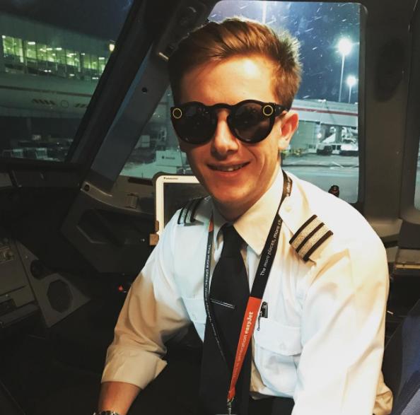 Fancy a Sneak Peak Into an easyJet Cockpit?