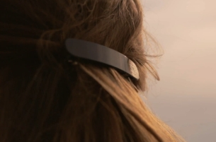 VO5 Breaches the Wearable Tech Market with This High Tech Hair Clip