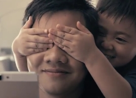 OPPO Smartphone Campaign Promotes Two-handed Fatherhood