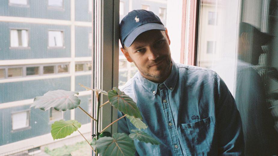 Henry Signs Director Eivind Landsvik