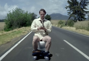McCann Mexico's Motor Toilet Highlights the Dangers of Texting Drivers
