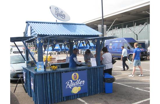 Foster's Radler Refreshes Shoppers