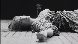 """AG Rojas Captures Artful Grayscale in Florence + The Machine's """"Sky Full Of Song"""" Video"""