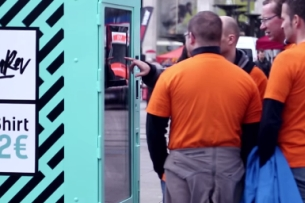 Bargain Fashion Vending Machine Puts Sweatshop Workers In the Spotlight