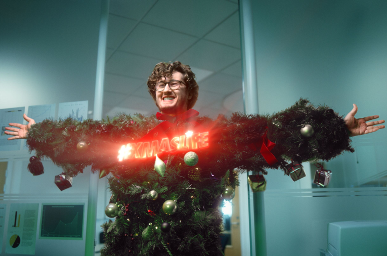 Graham Norton and BBC One Call on the UK Public to Live Their Best #XmasLife