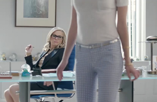 Amy Poehler Derails a Job Interview for Old Navy