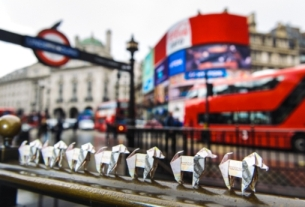Beagle Street Releases the Pounds with 500 Origami Dogs in London