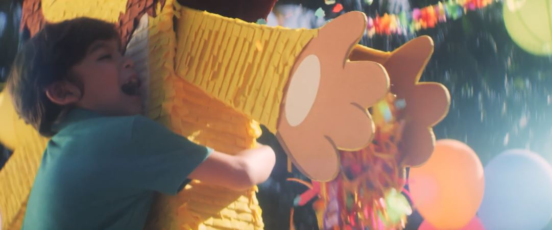 A Dominican Yoghurt Brand Is Teaching Kids to Love with Piñatas That Open with Hugs