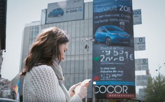 Realtime Billboard Reacts to Air Pollution - Sending Electric Car Prices Plummeting