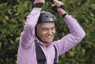 Phillip Schofield Zips By for Brothers and Sisters' Latest webuyanycar.com Ad