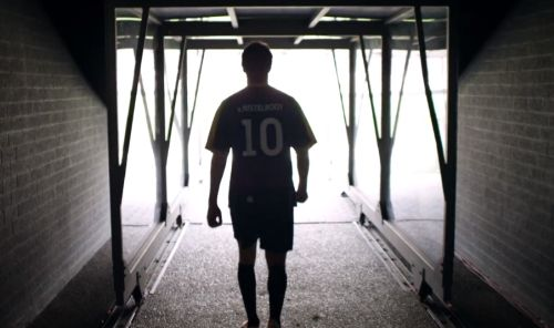"""""""Play Like A Legend"""" Spot Has Football Legend Ruud Return To His Roots"""