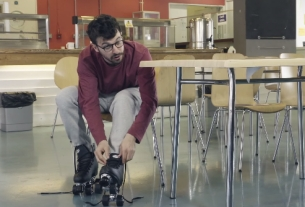 Inbetweeners' Simon Bird is a Roller Skate Whizz in New Post Office Teaser