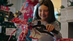 Decathlon Spain Encourages You to 'Give Sports' This Christmas