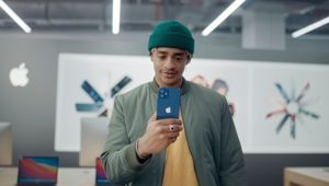 MediaMarkt Imagines All the Things You Can Do with an iPhone or Apple Watch